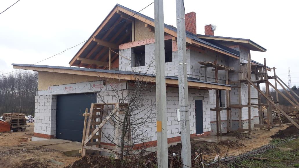 Проект двухэтажного дома с гаражом и террасой, из газобетона